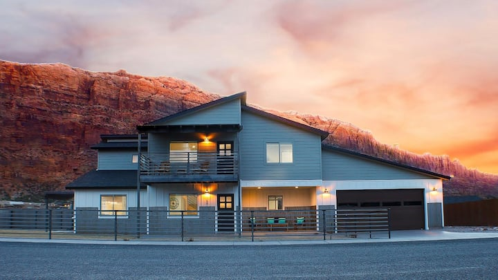Tranquil Setting, Mountain Views & Trailer Parking