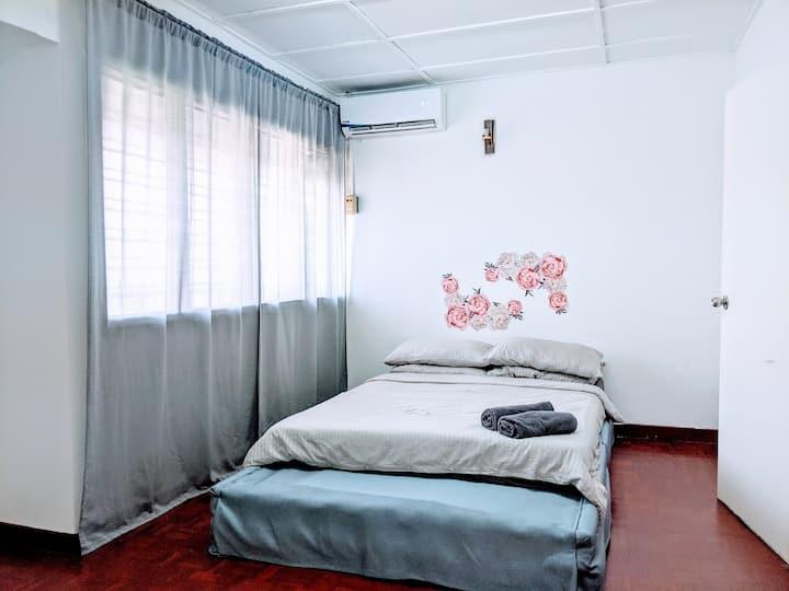 Perfectly located, sunny SubangJaya house cls LRT.