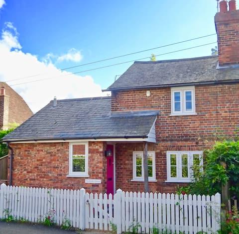 Period Cottage in heart of Sissinghurst Village