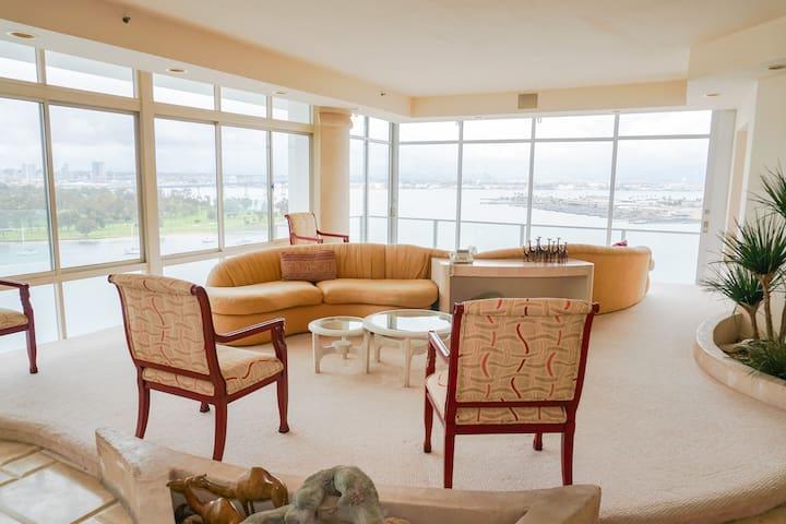 Penthouse Beach Front Property Sleeps 10!