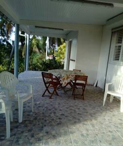 Villa à la campagne, au calme pour 6/8 personnes - Ducos