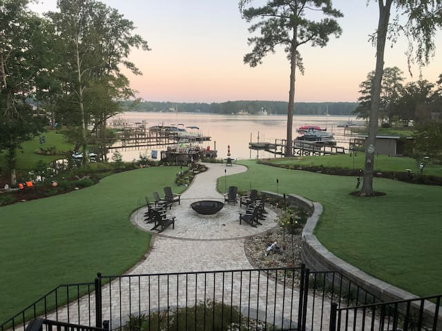 Patriot Point- Your Lake Murray retreat!