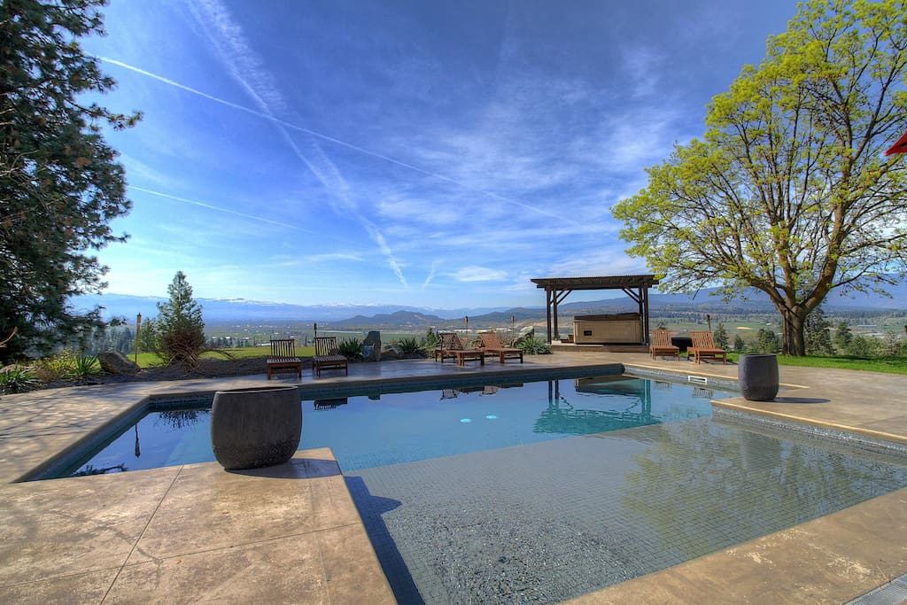 Pool, Hot tub & fabulous views even in spring!
