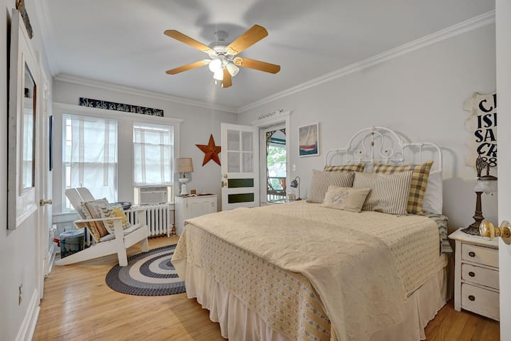 Nantucket Room #16