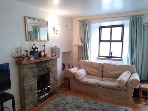 Compact cosy cottage near middle of Settle
