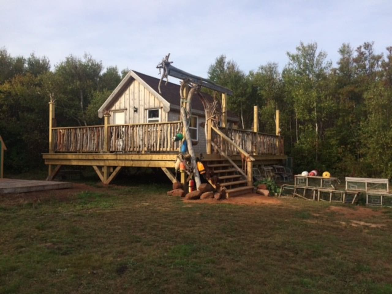 Cozy, cabin tucked into 15 acres of private seclusion.  Only a 5 minute walk to the beach.