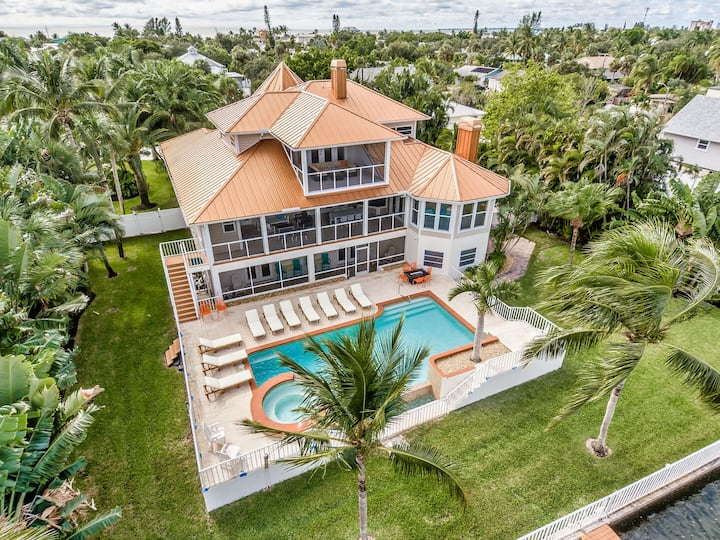 Manatee Hideaway - ESCAPE TO PARADISE-Luxury Back Bay/Pool home