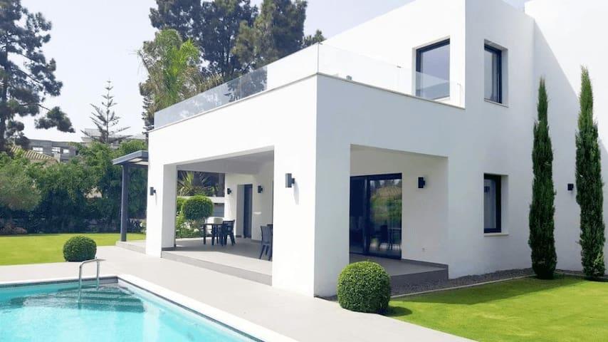 Superb villa at 1 minute walk from beach - El Paraíso - Villa