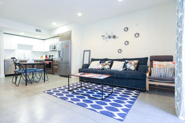 Walking distance to Convention Ctr/HRC/FreeParking