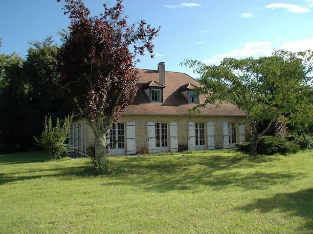 La Source, maison périgourdine en bord de Dordogne - Eynesse