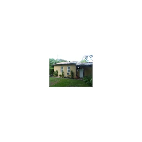 Self-contained cottage full kitchen - Miami Shores - Cabaña