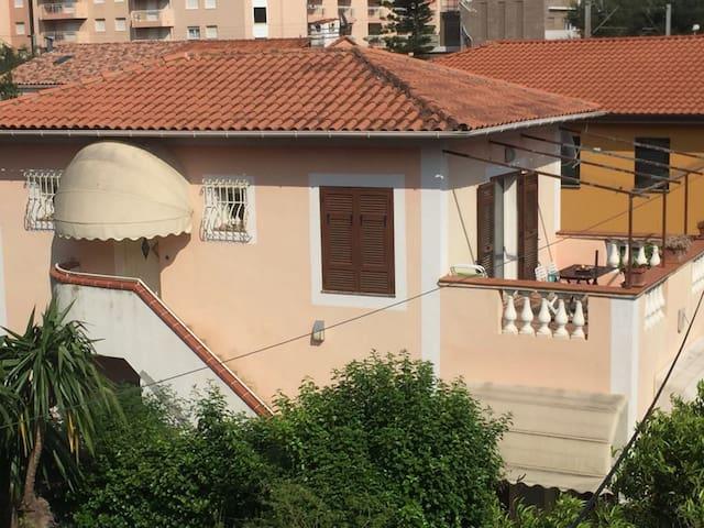 Cosy Sunny Apartement In Villa