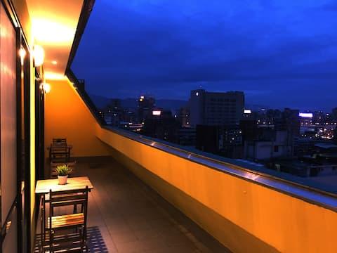 Fantastisk spektakulär ljus utsikt dubbelsäng Ximen stad korsning utrymme privat badrum Don Quijote Movie Street I Play Inn Player Favorit