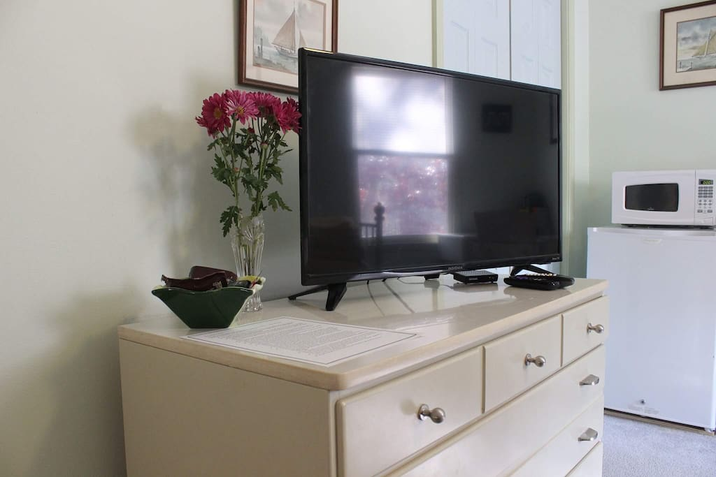 Cable TV, Fresh Flowers, Chocolate and a personalized welcome letter for all of our guests.