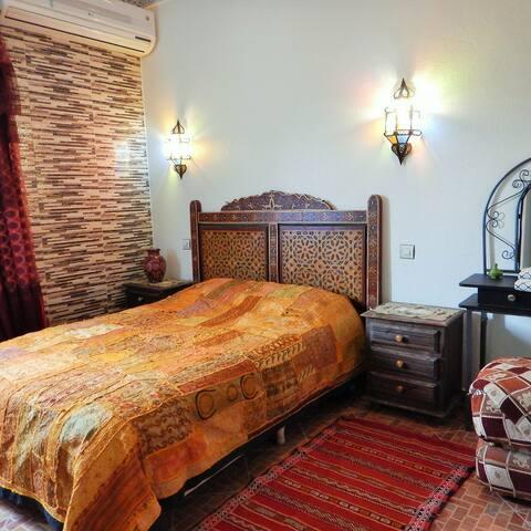 Chambre  neuve  avec salle de bain et vue dégagée