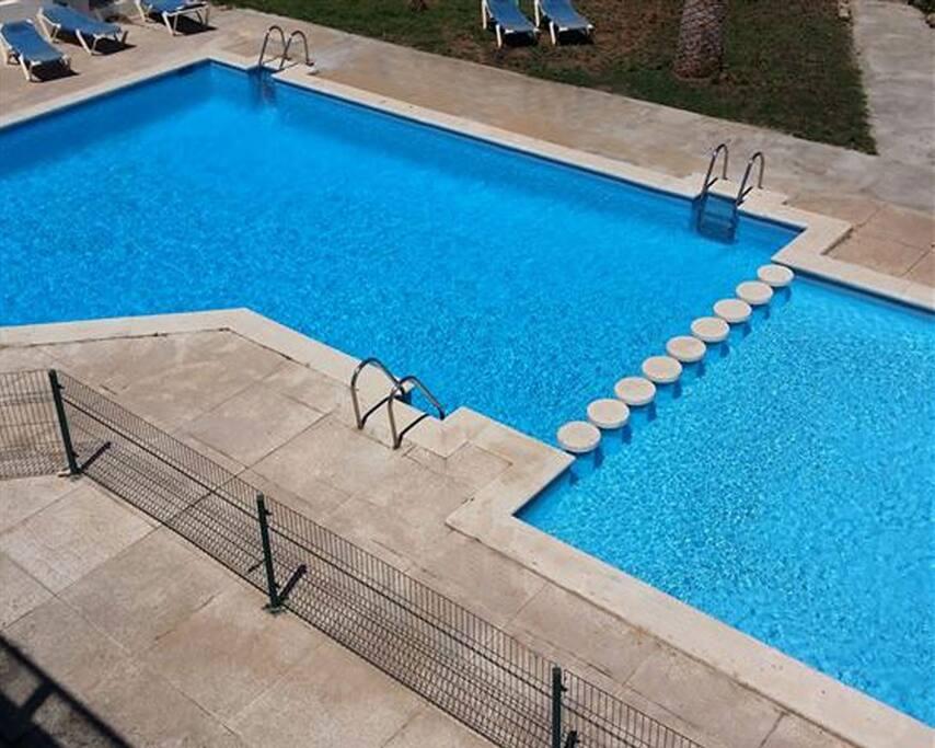 Piscina omunitaria Communal swimming pool/Gemeinsamer Pool