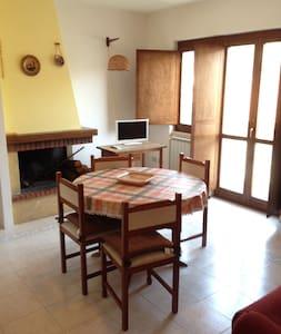 Comodo Appartamento Con Camino!  - Haus