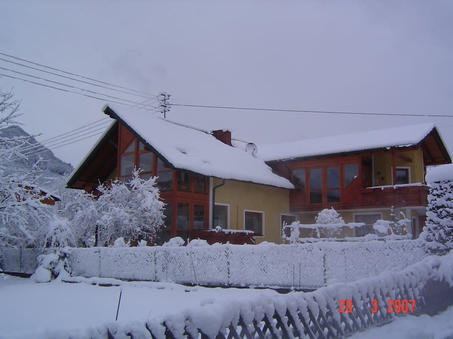 Unser Haus im Winter. Our house in winter.