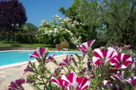 Villa Poesia with garden and pool - Gallicano
