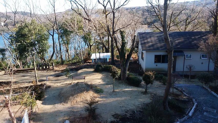 一碧湖沿いの小さな一軒家  中高年の方向けの宿泊施設です