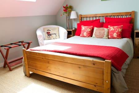 Fabulous 2-bedroom Family Suite - Neuville-de-Poitou, near Poitiers - Bed & Breakfast