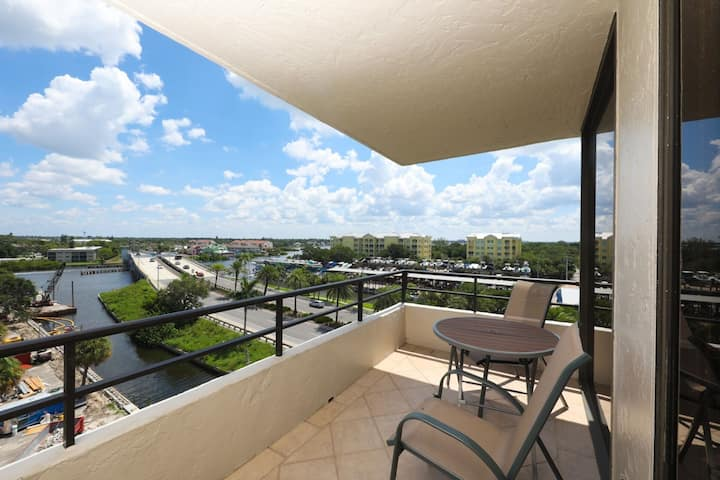 Perfect 2 Bedroom Apartment on The Anchorage, Siesta Key Apartment 1025