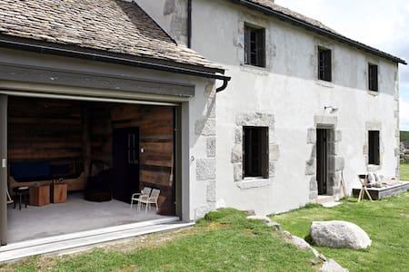 MAISON EN AUBRAC - Marchastel - Dům
