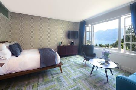 Artisan Suites on Bowen - The Cypress Suite