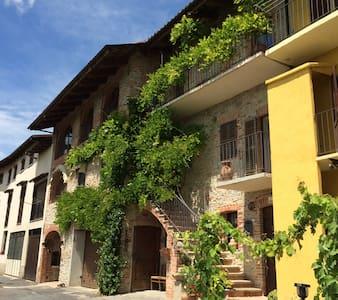 Accogliente camera matrimoniale   - Bastia Mondovì