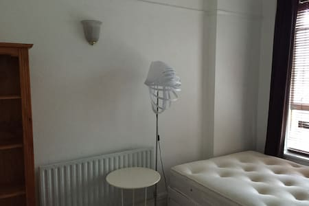 Double bedroom in Mottingham, london - Londra - Daire