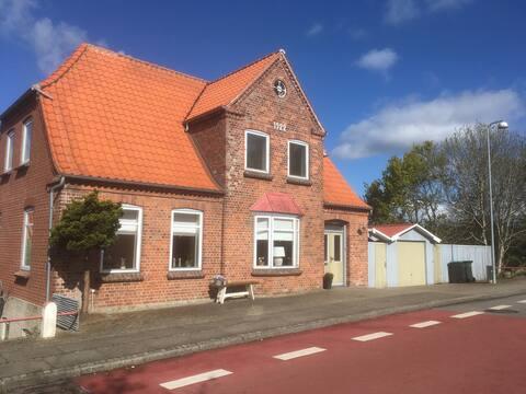 Soggiorna nel cuore di Møgeltønder vicino al Castello di Schackenborg