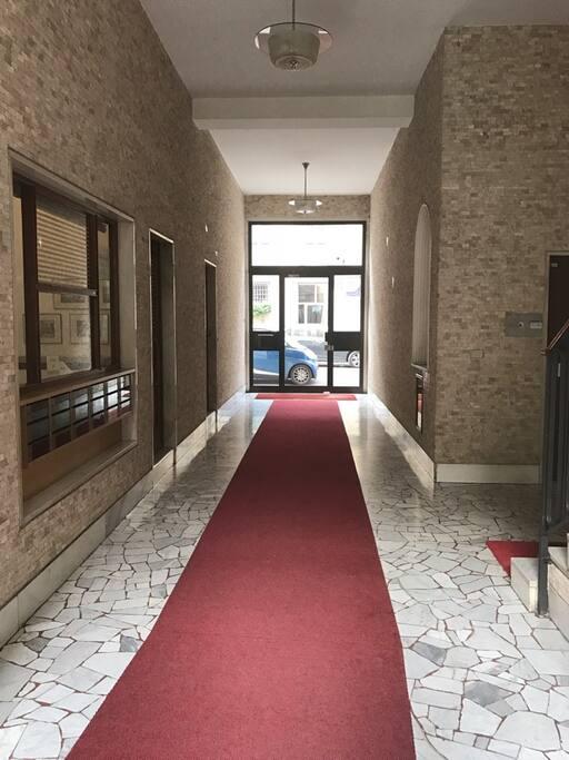 ingresso palazzo e portineria