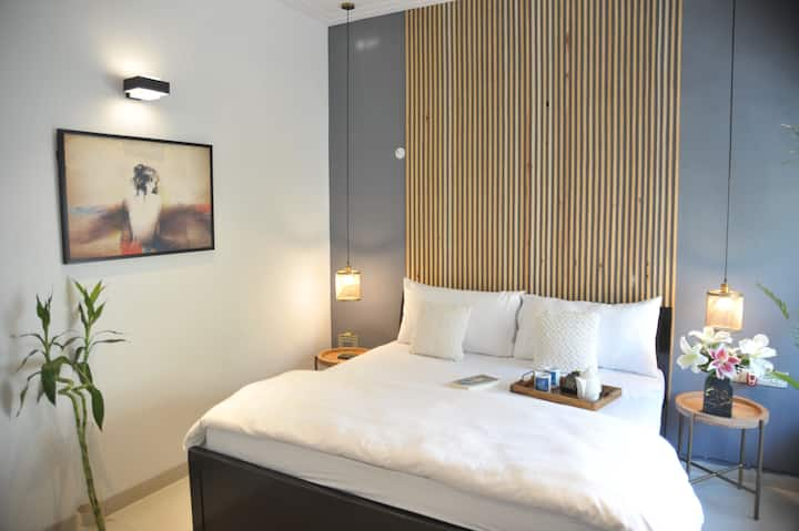 Explore City from a Stylish En-Suite Room w/ WIFI