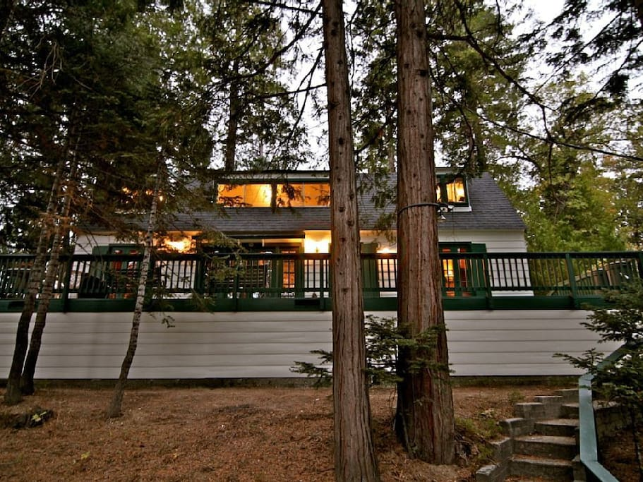 Romantic storybook cabin jacuzzi cottages for rent in for Cabins in lake arrowhead ca