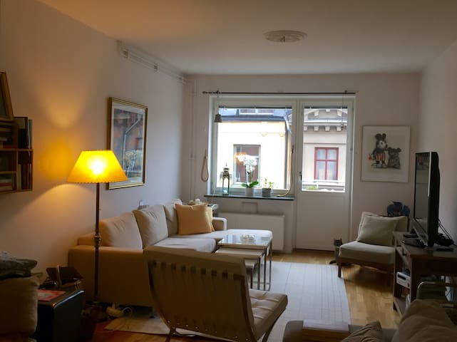 Central, good com with balcony and bath