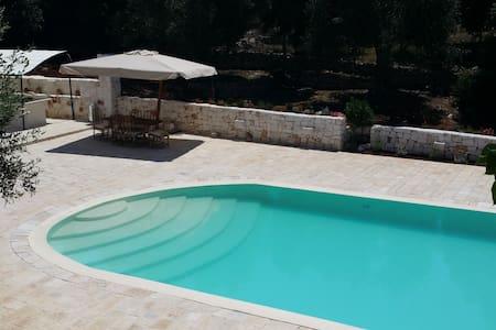 Delizioso trullo con piscina  - Chiobbica - Huis
