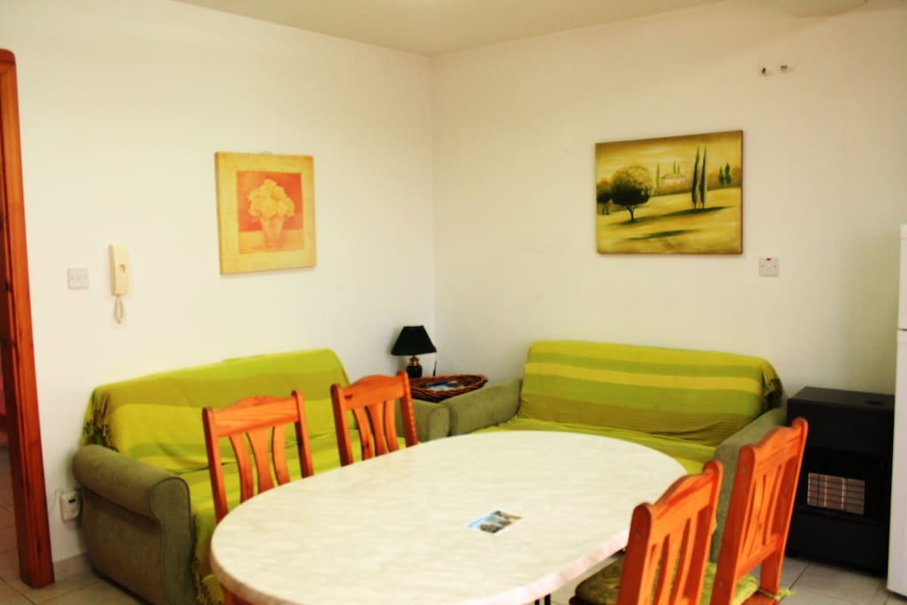 Kitchen and living area with free wifi internet