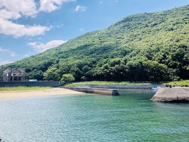 """小豆島 海と山に囲まれた集落でプライベートな滞在ができる海辺の家、""""SOTOHAMA HOUSE"""""""