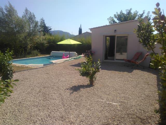 Studio avec piscine dans le Var