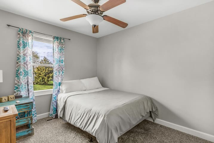 Bedroom #2 on main level with extremely comfortable queen bed set, smart TV, spacious closet, ceiling fan.