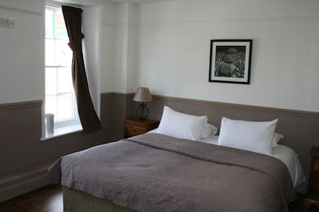 Crown Inn Double Room En-Suite - Benson