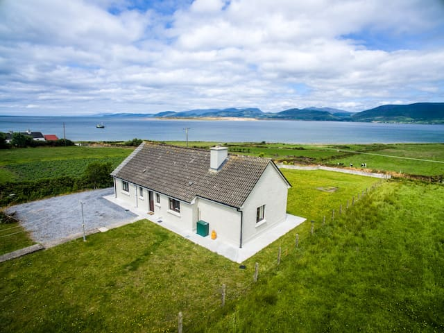 Nr Killorglin: Magnificent sea and mountain views