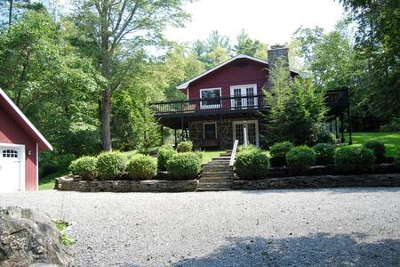 4 BR house on a babbling brook - Shohola
