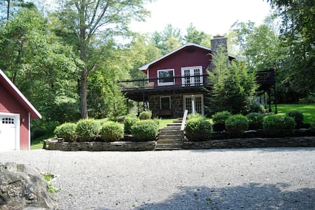 4 BR house on a babbling brook - Shohola - House