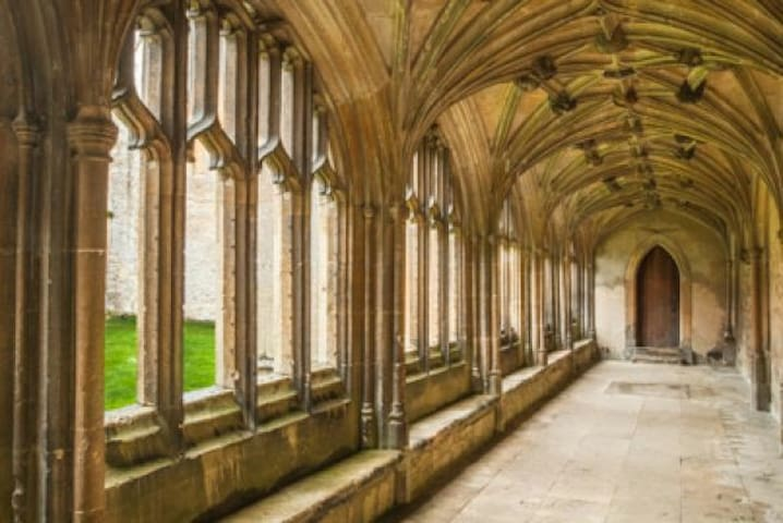Hogwarts in Laycock. Update Downton Abbey filming September 2018 https://www.facebook.com/564442903581440/posts/2716827725009603/