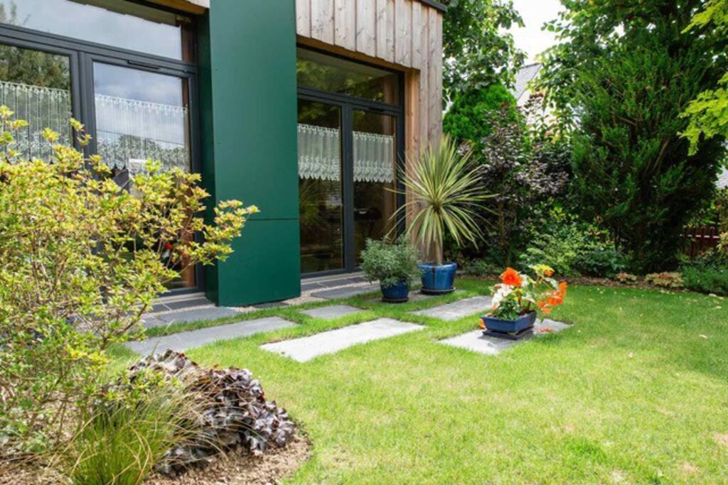 Jardin paysagé ,fleuri, accessible