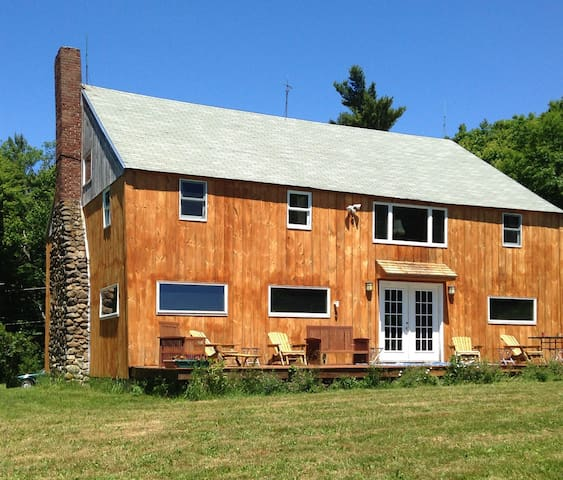 Rustic Blueberry Mountain Lodge - Harrisville - Talo