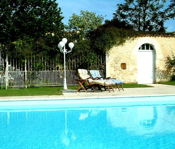 3-bedroom Gite, heated pool, garden - Neuville-de-Poitou, near Poitiers - House
