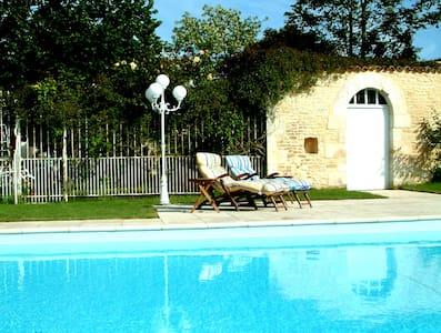 3-bedroom Gite, heated pool, garden - Neuville-de-Poitou, near Poitiers - Haus