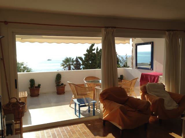 View from the living room to the terraza and sea
